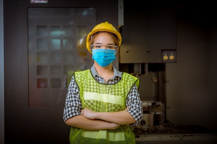 woman worker with mask